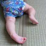 赤ちゃんのO脚の原因は?矯正すべき?予防法は?