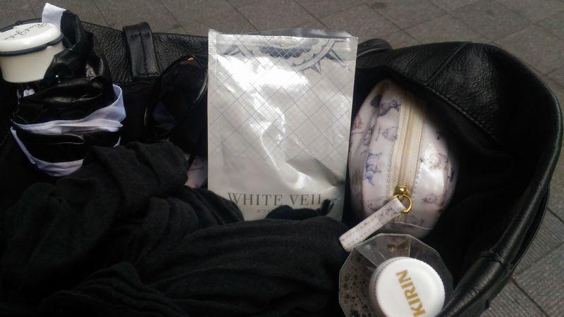 バッグの中のホワイトヴェール