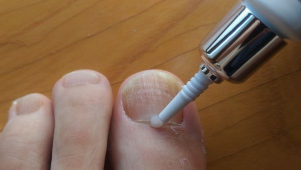 クリアネイルショットを親指の爪に